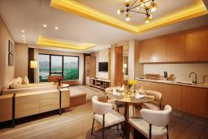 Deluxe King One Bedroom Suite