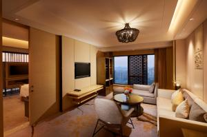 King Suite with Lounge Access