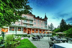 Romantik Hotel Schweizerhof, Hotely  Flims - big - 1