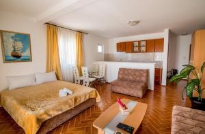 Apartments Bianca, Апартаменты  Херцег-Нови - big - 32