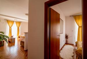 Apartments Bianca, Апартаменты  Херцег-Нови - big - 35