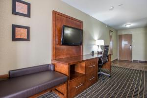 King Suite with Hot Tub- Non-Smoking