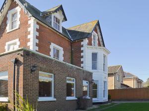 Claremont House - Suite 5, Holiday homes  Sandown - big - 16