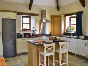 Jacks Barn, Holiday homes  Welcombe - big - 8
