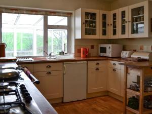 Hare Cottage, Holiday homes  Crookham - big - 23