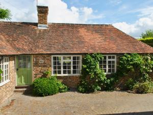 Cowbeech Farm Cottage, Holiday homes  Herstmonceux - big - 1