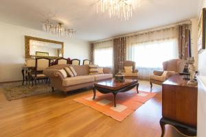 Expo Luxurious by Homing