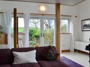 Hare Cottage, Holiday homes  Crookham - big - 31