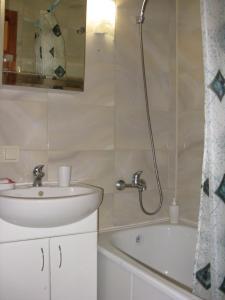 Apartment on Bolharska 53, Appartamenti  Odessa - big - 2