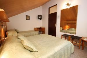 Triple Room Starigrad 3335d, Vendégházak  Stari Grad - big - 6