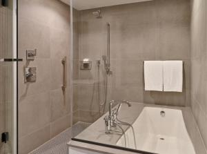 Canopy By Hilton Washington DC Bethesda North, Отели  North Bethesda - big - 5