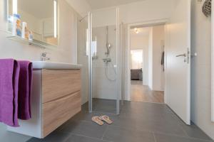 Haus Baltic Cube, Ferienwohnungen  Börgerende-Rethwisch - big - 81