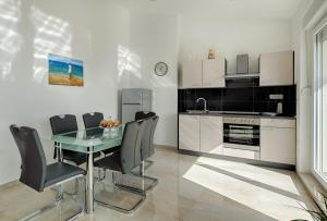 Cezar Luxury Apartment, Apartmány  Omiš - big - 7