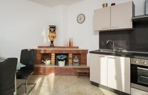 Cezar Luxury Apartment, Apartmány  Omiš - big - 13