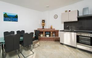 Cezar Luxury Apartment, Apartmány  Omiš - big - 18