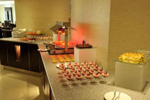 Carlton Tower Hotel, Hotely  Dubaj - big - 25