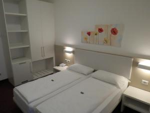 Hotel Villa Claudia, Szállodák  Nago-Torbole - big - 16