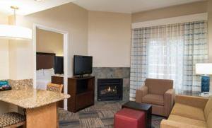 One-Bedroom King Suite with Fireplace - Non-Smoking