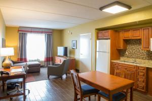 King Suite with Kitchen - Non-Smoking