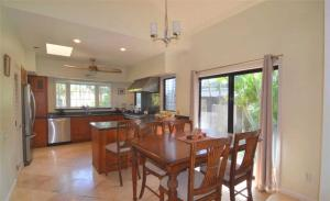 Spacious One-Story Home Poipu Kai *Lanai Villas 38*, Дома для отпуска  Колоа - big - 13