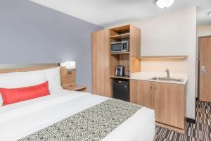 Microtel Inn & Suites by Wyndham Sudbury, Hotely  Sudbury - big - 39