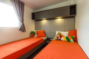 Diana & Josip Mobile Homes, Комплексы для отдыха с коттеджами/бунгало  Биоград-на-Мору - big - 16