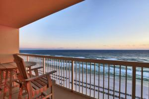 One-Bedroom Apartment with Sea View - 1105W