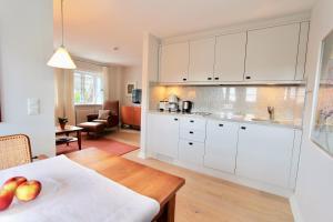 Ulenhof Appartements, Ferienwohnungen  Wenningstedt-Braderup - big - 45