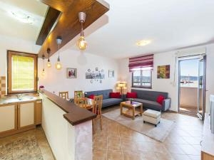 Apartment Doroti, Тиват