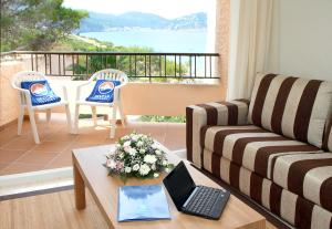 Invisa Hotel Club Cala Blanca, Hotely  Es Figueral Beach - big - 24