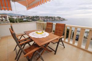 Apartment Zavalatica 9150c