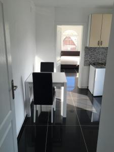 Villa Hogic, Apartments  Ivanica - big - 32