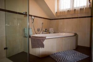 Ferienwohnung Mirtei, Apartments  Hohenau - big - 23