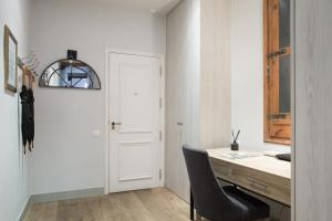Three-Bedroom Apartment - Arago, 250