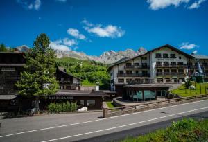 Passo San Pellegrino Hotels