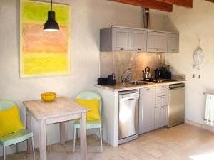Can Pina 136S, Apartments  Costitx - big - 23