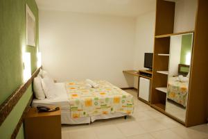 Beach Front Master Suite (2 adults + 1 child)