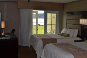 Queen Room with Two Queen Beds and Courtyard View - Pet Friendly