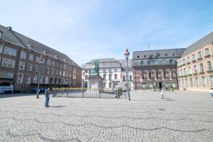 Tolstov-Hotels Old Town Apartment, Apartmanok  Düsseldorf - big - 83