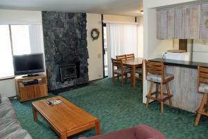 Sunshine Village Mammoth Lakes Condo #173 Condo, Апартаменты  Маммот-Лейкс - big - 9