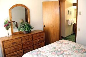 Sunshine Village Mammoth Lakes Condo #173 Condo, Апартаменты  Маммот-Лейкс - big - 17