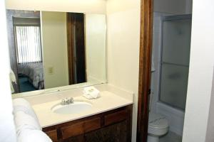 Sunshine Village Mammoth Lakes Condo #173 Condo, Апартаменты  Маммот-Лейкс - big - 19