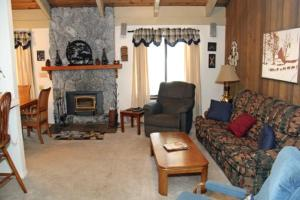 Sunshine Village Mammoth Lakes Condo #134 Condo, Апартаменты  Маммот-Лейкс - big - 1