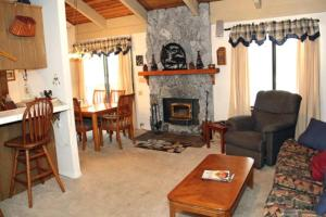 Sunshine Village Mammoth Lakes Condo #134 Condo, Апартаменты  Маммот-Лейкс - big - 4