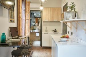 AinB Gothic-Jaume I Apartments, Апартаменты  Барселона - big - 40