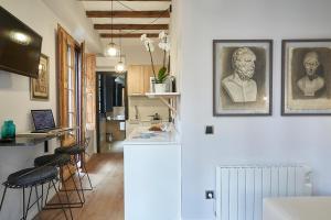 AinB Gothic-Jaume I Apartments, Апартаменты  Барселона - big - 39