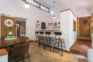 Unique 4BR ATX Home by Domio, Apartmanok  Austin - big - 10