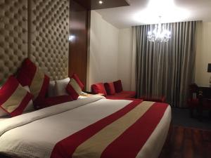Hotel Aura, Отели  Нью-Дели - big - 137