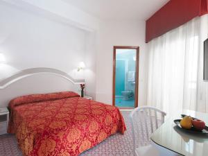 Hotel Caravelle, Отели  Чезенатико - big - 22
