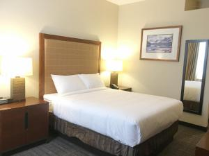 Travelodge by Wyndham Whitecourt, Szállodák  Whitecourt - big - 3